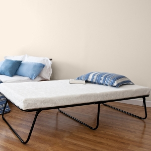This premier twin folding bed online can also be your favorite hideaway bed if you are one who is constantly on the move. Designed to offer practicality, simplicity and extreme usefulness, this foldable bed from Zinus is available in twin size. It has been made up of a metal grid frame to ensure long lasting durability for generations. There is also a bonus storage bag that comes with this product. You can use it to store it on a compact form when you are not using this bed. There is also plenty of space underneath the frame that you can use to store your essentials.